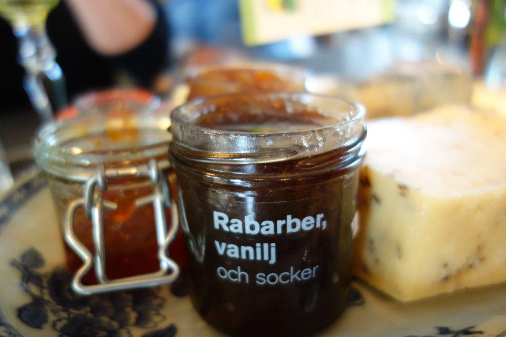 Accompaniments to Swedish cheeses include sweet chutneys and jams
