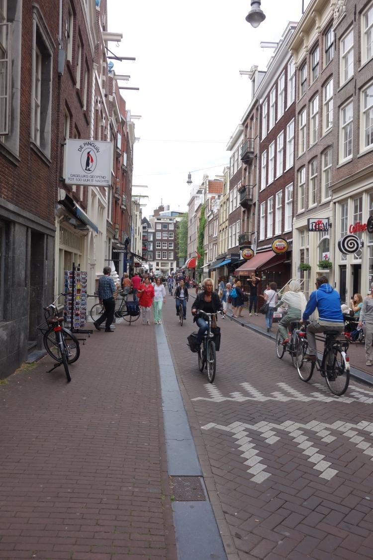 How the Dutch stay so slim - bikes everywhere